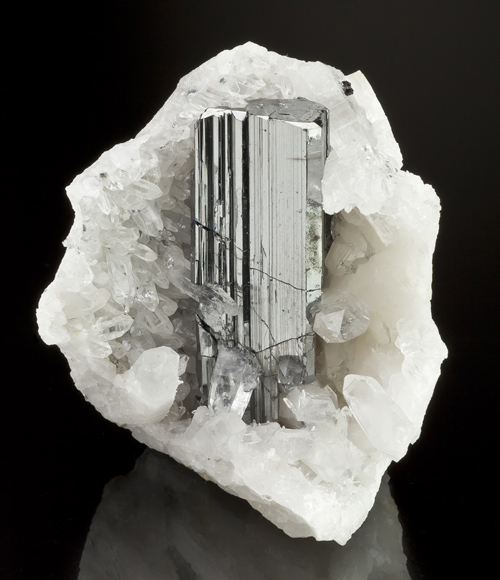 Prismatic Bournonite in Quartz