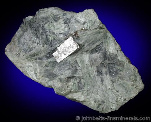 Cubic Cobaltite in Actinolite Matrix