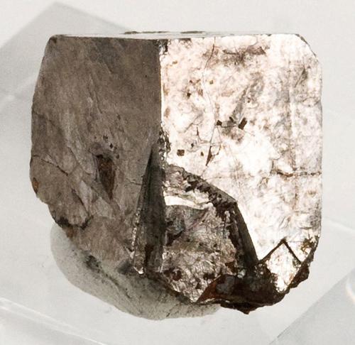 Single Cubic Cobaltite Crystal
