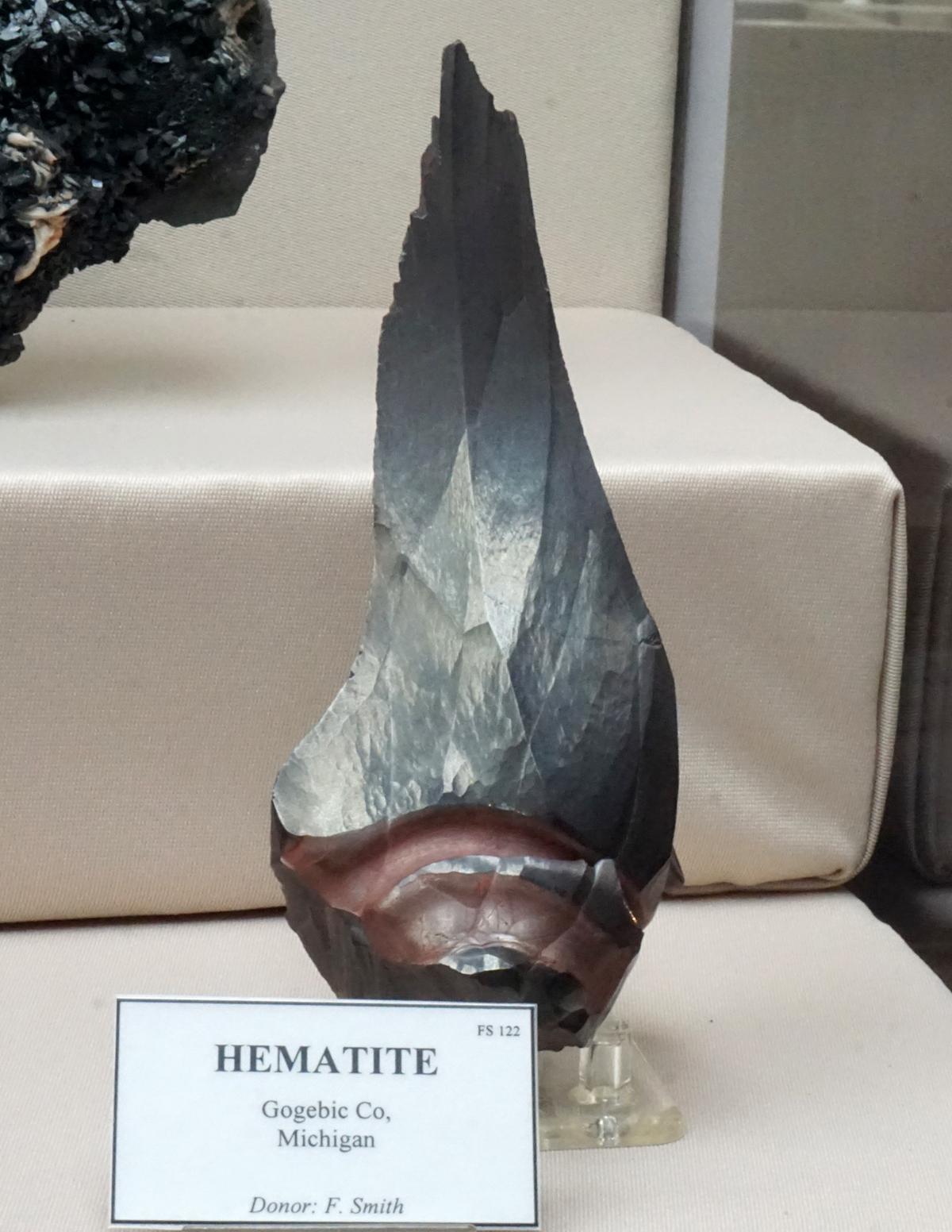Dagger-Shaped Hematite