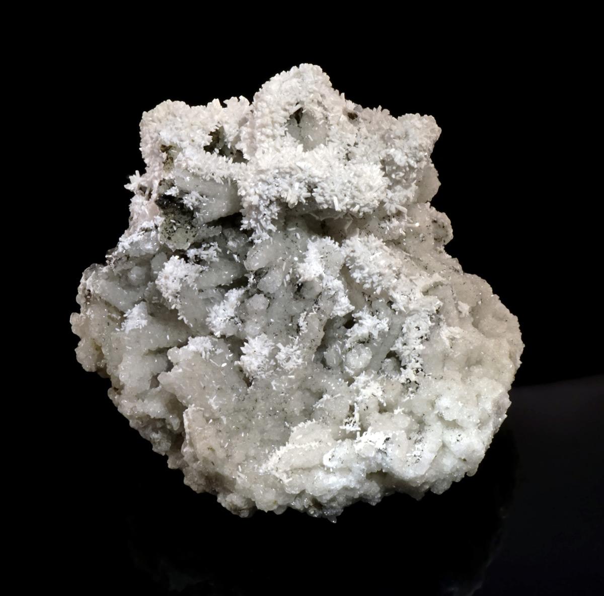 Laumontite on Quartz Casts