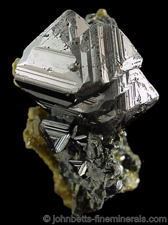 Magnetite with Growth Layers