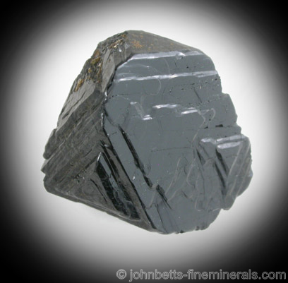 Black Spinel with Growth Layers